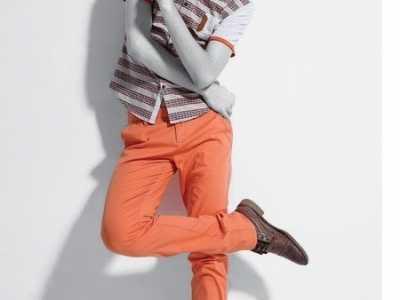 男生橙色休闲裤搭配什幺上衣 橘色运动裤配什幺上衣好看吗