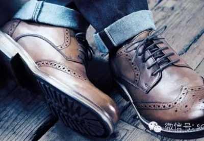 男士鞋橱里应该有的五款鞋子 男士黑色运动鞋搭配图