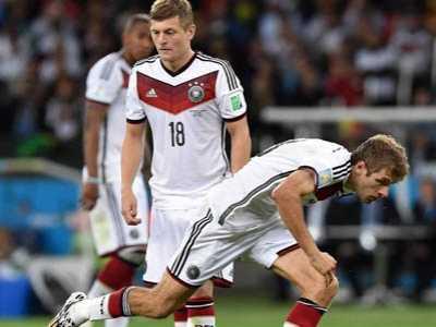 德国任意球逗比战术 穆勒摔倒
