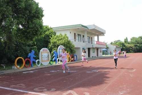 戴小举行校园体育节之春季田径运动会 小学体育运动会的画