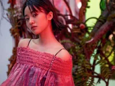 红色塑料罩衫配格子吊带裙 易烊千玺格子衬衫