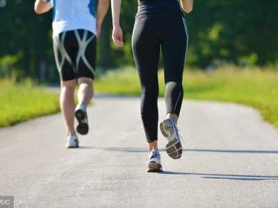 教你在跑步锻炼时如何补充水分 在运动过程中是否需要补充水分