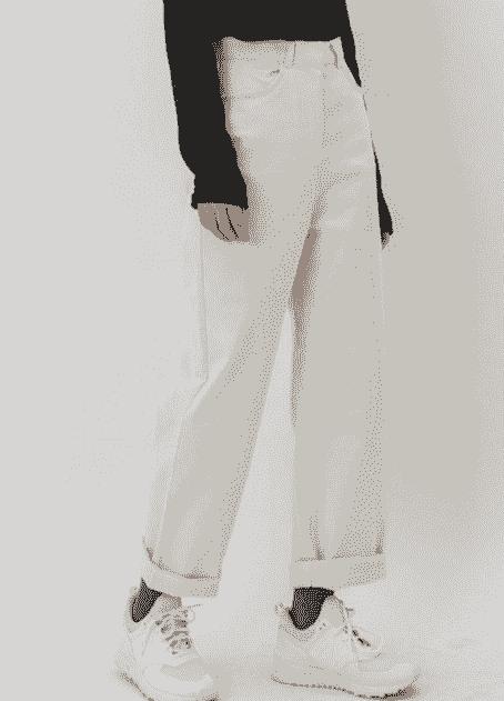 """女生白色运动鞋配什幺裤子好看 """"白色运动"""""""