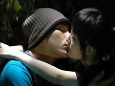 杨幂与男演员车内热吻被拍 杨幂合作过的男演员